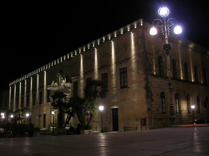 Illuminazione notturna del palazzo capece piazza a moro maglie